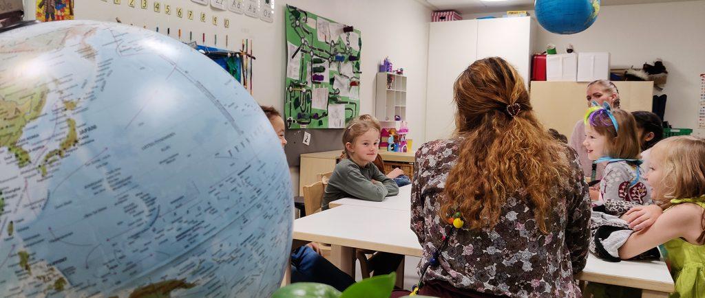 Luokkahuone kestävässä esikoulussa